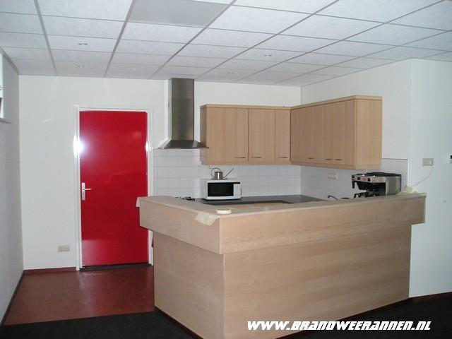 P1010074 brandweer annen - Kleine keuken met bar ...
